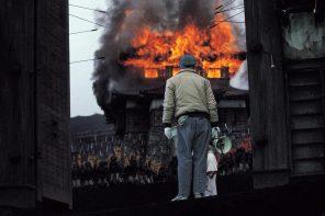 Akira Kurosawa directing Ran on location. Still photographers: Daizaburo Harada & Yoshio Sato