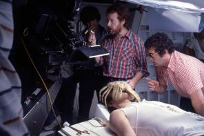 In the autodoc set, Ridley Scott and Roger Dicken prepare for the face-hugger sequence. Production still photographer: Bob Penn © Brandywine Productions, Twentieth Century-Fox Productions